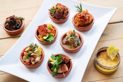 Geschmackvolle TAPAS im Le Golden Igel Restaurant. Geöffnet von Dienstag bis Samstag von 18:00 Uhr bis 23:00 Uhr